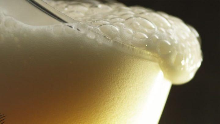 schiuma nella birra